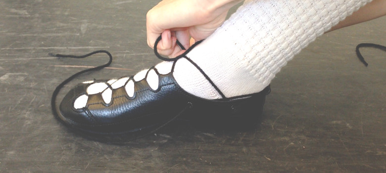 irish dance_ready to feis_how to tie soft shoe laces