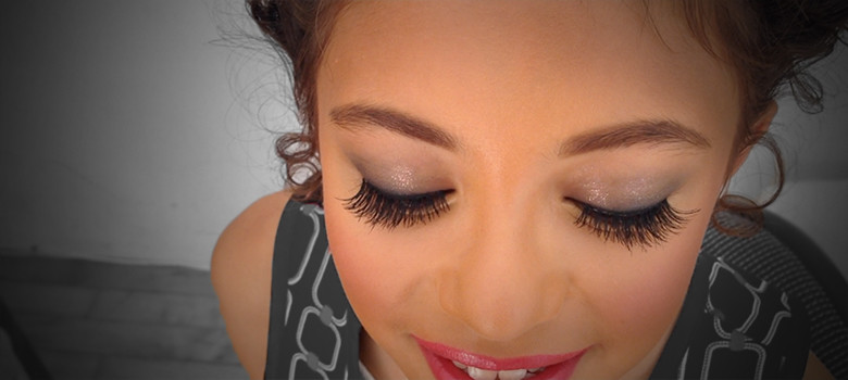 how-to-apply-false-lashes_irish-dance_ready-to-feis